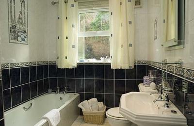 Medium 01bathroom1306