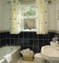 01bathroom1306.jpg
