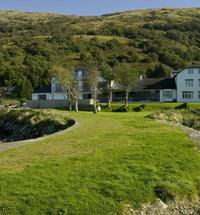 The HollytreeHotel with Swimming Pool and Sauna is located a few miles down the Oban road from Glencoe in a quiet bay on the shore of Loch Linnhe ...