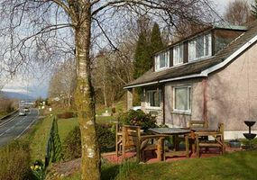Minaig bed and breakfast offers a warm welcome and a comfortable room for your stay in Fort William. Our family home is a 15 minute stroll to the t...