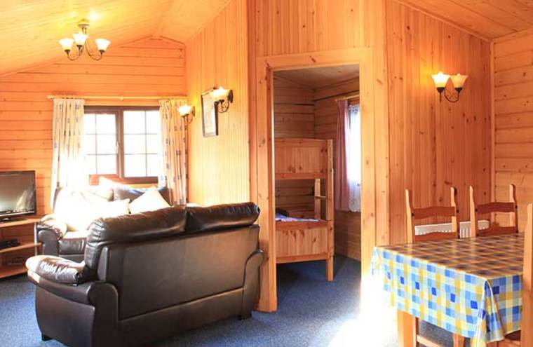 Feature cabin 2600