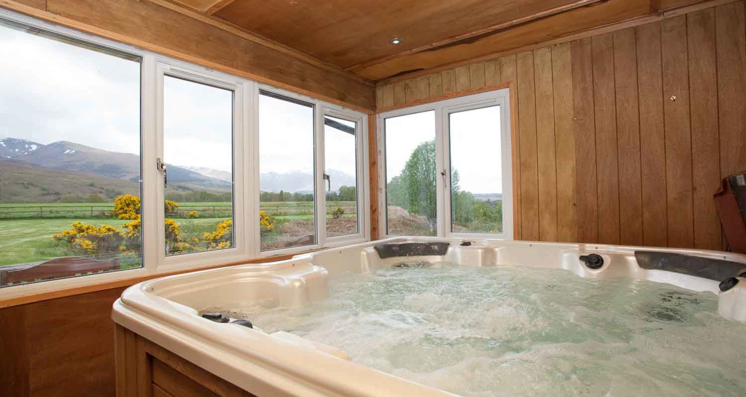 Self catering with hot tubs