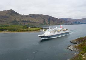 Cruise ship tourism Fort William