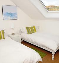 Ideal for exploring the West Coast and Inner Isles this lovely apartment has wonderful views of Ben Nevis, Loch Linnhe and Fort William. Set in an ...
