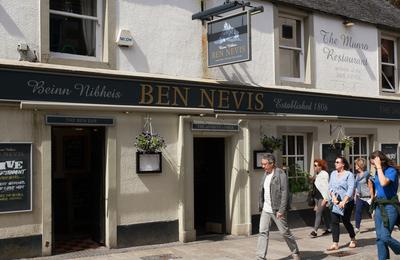 fort william town centre good pubs