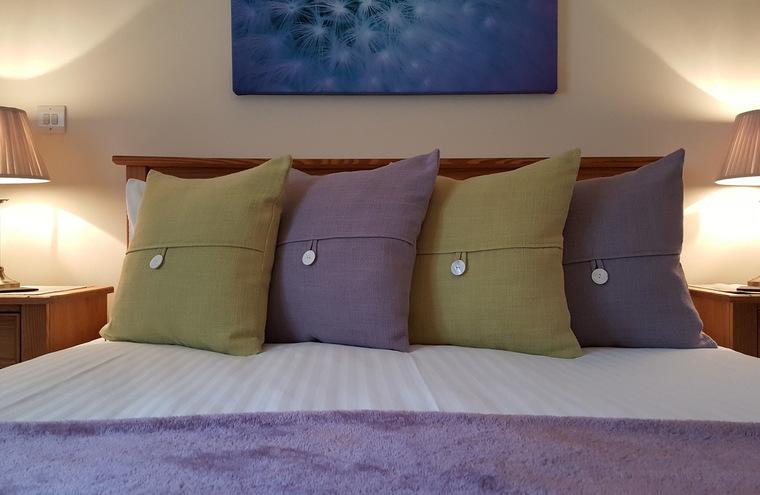 Feature king size bedroom with en suite