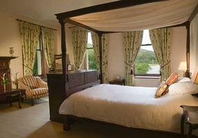 """""""Best Bar Dining Hotel and Romantic Hotel 2018""""Glenfinnan House Hotel stands just around the bay from the tall Bonnie Prince Charlie monument on Lo..."""