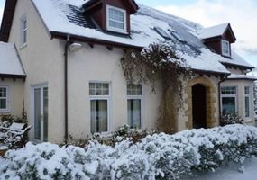 Fabulous 5 Star luxury detached self catering properties nestled on the edge of loch leven with wonderful views over the lochs to the mamore hills ...