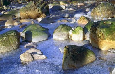 Boulders in the ice