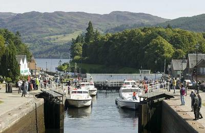 Holiday Cruisers on Loch Ness