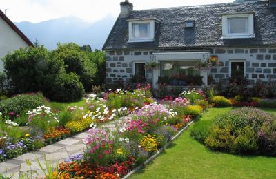 A pretty Glencoe cottage