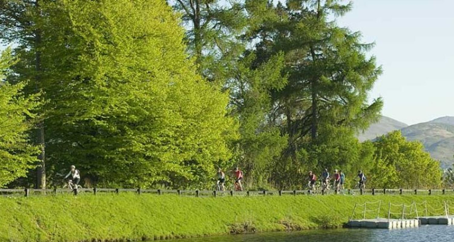 Cycle along the Canal bank
