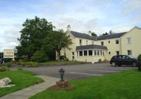 Situated in its own extensive grounds on the banks of the River Nevis. Glenlochy - Nevis Bridge Apartments (formerly Glenlochy Guest House) are ide...